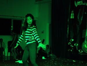 Yến Nhi thể hiện vũ đạo điêu luyện trên nền nhạc sôi động